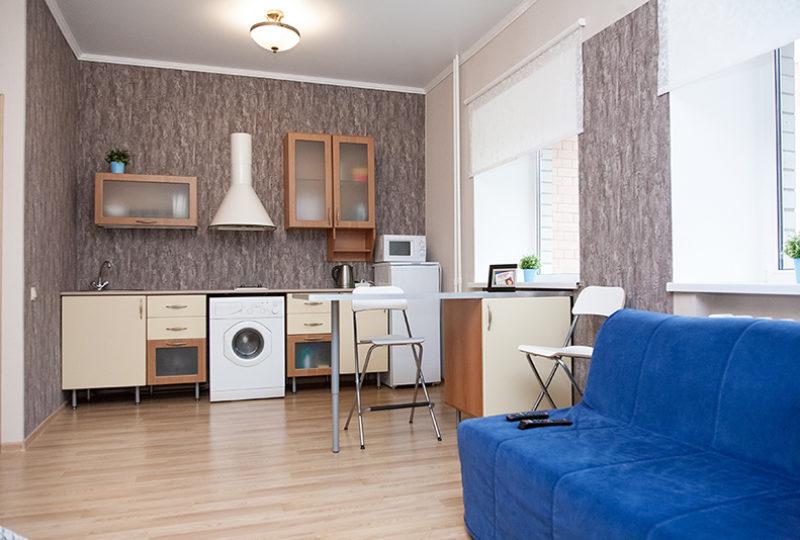 кухня и синий диван