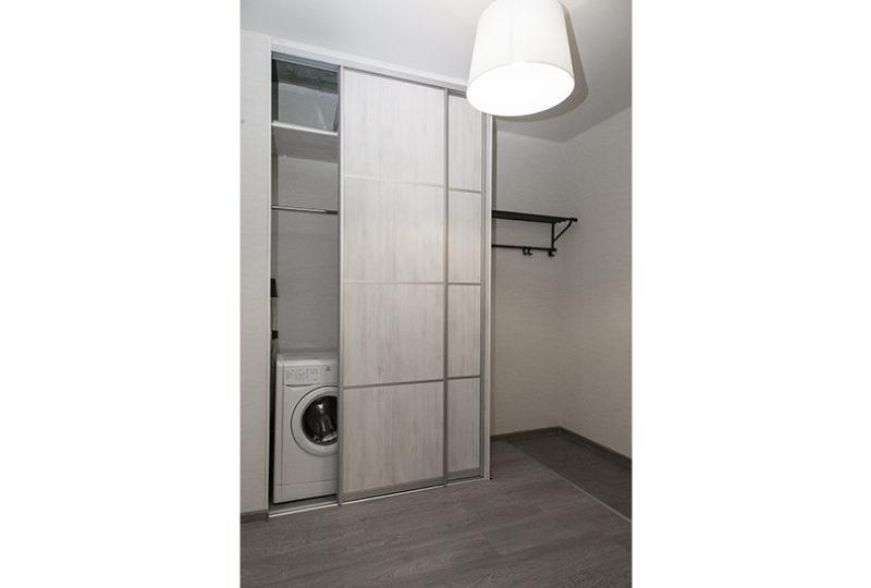 шкаф и стиральная машина